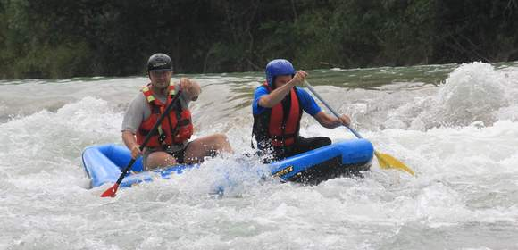 River-Riding im Team-Kanadier