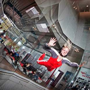 Indoor Skydiving Teamevent max. 40 Teilnehmer