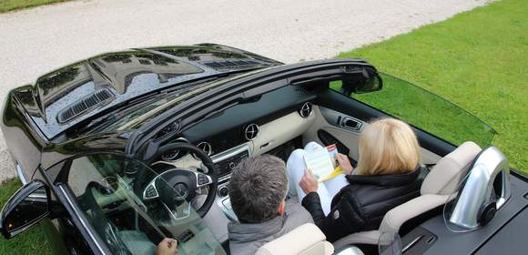 Teambesprechenung am Start der Mercedes Benz SLK Cabrio Tour