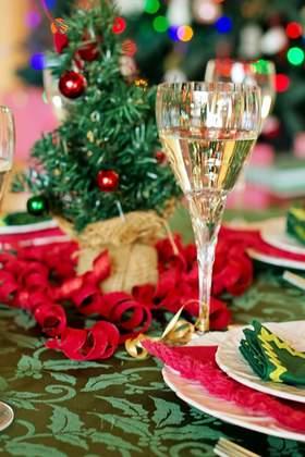 Weihnachtsfeier mit leckerem Weihnachtsessen