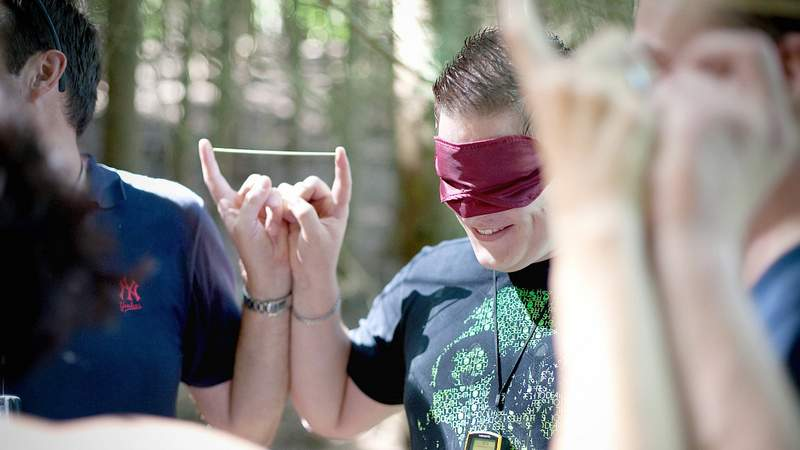 Teambuilding Stick Together bei Geocaching zu dreamteam[concept]